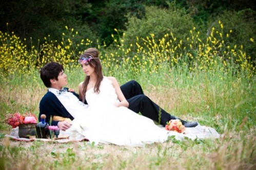 yellow-flower-field-bohemian-wedding-ideas-picnic-blanket-photos-580x386-499x332