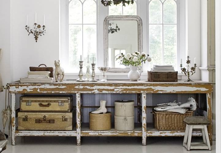 counter-table-storage-baskets-suitcases-gray-weathered-country-flea-market-style-decorating-white-vintage-ecelctic-home-decor-ideas-skc3b6na1