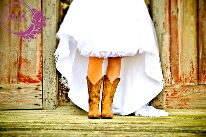 Anna-Kinchen-Photography-_-Southern-Bride-Cowboy-Boots-